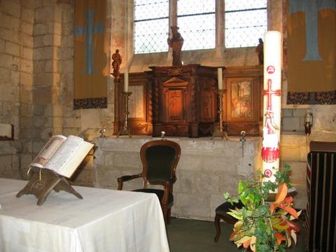 Brenouille - Vue du choeur avec le tabernacle marial