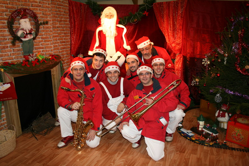 marchedenoel-brenouille-musiciens-2008