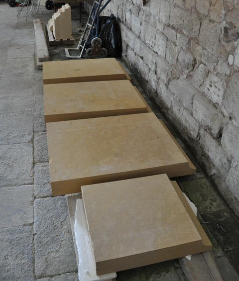 pierre-de-taille-fronton-brenouille2013-1