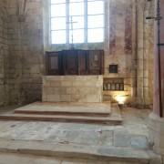 Choeur de Brenouille - Autel en pierre avec les marches d'origines - Janvier 2014