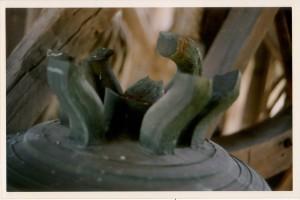 Cloche 1777 - Brenouille - oreilles cassées 2